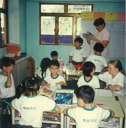À ses débuts, les cours de l'école des Nations se déroulaient dans différents immeubles à Macao.