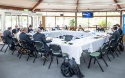 Les participants au Forum des dirigeants religieux de septembre 2017 se préparent à leur discussion sur la cohésion sociale, organisée sur le terrain de la maison d'adoration bahá'íe à Sydney. La communauté bahá'íe participe à ces forums depuis plusieurs années.