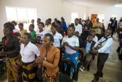 Chorale bahá'íe chantant lors de la cérémonie d'inauguration des nouvelles installations de l'institut bahá'í Eric Manton à Mwinilunga (Zambie), le 22 février.