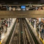 Plus de la moitié de la population mondiale vit dans des zones urbaines et les Nations unies prévoient que cette proportion atteindra plus des deux tiers d'ici à 2050. Mais est-ce que les villes rendent les gens heureux ? Si c'est le cas, comment ? Des orateurs de la récente conférence, organisée par la Chaire bahá'íe pour la paix dans le monde, ont exploré comment les infrastructures urbaines – de leurs éléments physiques tels que les bâtiments, les autoroutes ou les lignes électriques, à ceux intangibles tels que le soutien social, les organisations communautaires ou la spiritualité – affecte l'avenir de l'humanité.