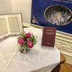 L'exposition « De l'Orient à l'Occident : à la rencontre du Báb et de Bahá'u'lláh » présente de nombreux écrits de la foi bahá'íe.