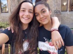 Clara Lointier (à gauche) et Ariana Diarra sont les heureuses lauréates 2020 dans la catégorie Lycée du prix « Réinventer le monde »  de l'Agence française de développement.