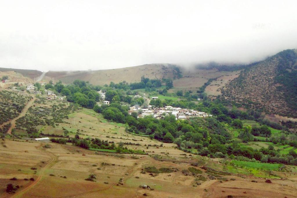 Vue sur le village d'Ivel, en Iran