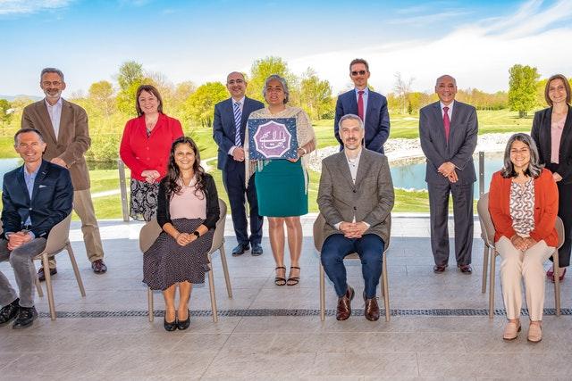 Les neuf membres de l'Assemblée spirituelle nationale de Croatie nouvellement élue ont été rejoints par Andrej Donoval – le représentant de la Maison universelle de justice et membre du Centre international d'enseignement – ainsi que par un membre du Corps continental de conseillers en Europe.