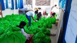 Les opérations de secours ont été menées conformément aux mesures de sécurité exigées par le gouvernement. Le groupe de travail a facilité la distribution de quelque 1 400 colis de nourriture, de moustiquaires et d'autres produits de première nécessité qui ont aidé plus de 7 000 personnes.