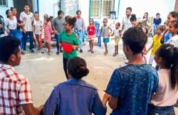 Photo prise avant la crise sanitaire actuelle. Ces dernières années, les efforts déployés par la communauté bahá'íe du Timor-Leste pour mettre en place des activités de développement communautaire dans un nombre croissant de villes et de villages ont ouvert la voie à l'établissement de l'Assemblée spirituelle nationale.