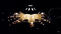 Vue aérienne de la maison d'adoration bahá'íe de Matunda Soy, au Kenya. Les maisons d'adoration bahá'íes sont appelées Mash̲riqu'l Adh̲kár dans les écrits bahá'ís, ce qui signifie « l'orient de la louange de Dieu ».