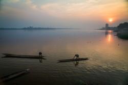 Vue du fleuve près de Bangui, la capitale de la République centrafricaine. Un conflit armé qui dure depuis des années dans le pays a bouleversé la vie et entrainé le déplacement de centaines de milliers de personnes.