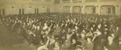 Une conférence sur l'amitié raciale organisée par la communauté bahá'íe à Springfield, dans le Massachusetts, peu de temps après la première conférence qui a eu lieu à Washington, D.C., en mai 1921.
