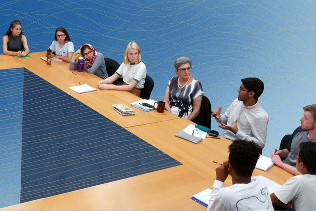 Un cours offert par la Chaire bahá'íe pour la paix mondiale à l'université du Maryland explore les problèmes de société à la lumière de principes moraux, tels que l'élimination des préjugés.