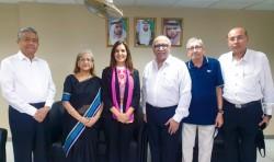 Rassemblement en personne organisé selon les mesures de sécurité exigées par le gouvernement. Des représentants de la communauté bahá'íe des Émirats arabes unis rencontrent des dirigeants d'autres communautés religieuses lors d'un rassemblement interreligieux organisé par la communauté hindoue en novembre 2020.