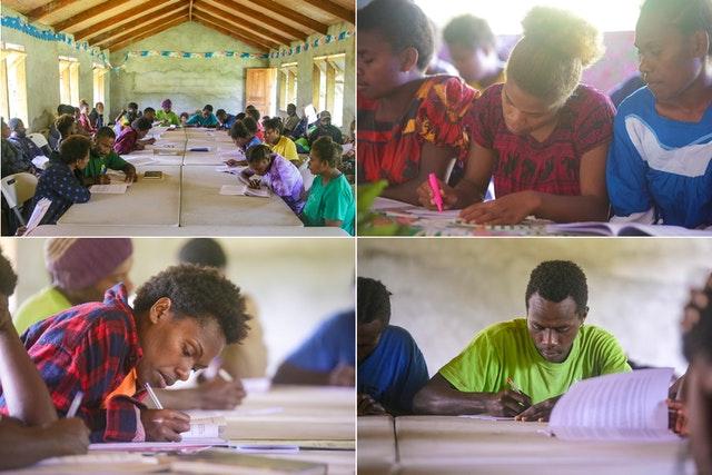 Rassemblements de personnes organisés selon les mesures de sécurité exigées par le gouvernement. Des jeunes participent à des initiatives éducatives bahá'íes qui renforcent les capacités de servir la société.