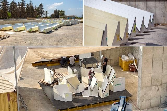 Des ouvriers préparent des blocs de polystyrène expansé de formes et de tailles précises pour créer le coffrage de la conception complexe ( voir ci dessous) des clairevoies.