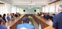 Un séminaire sur les médias sociaux et leur impact sur la société, organisé par le Bureau bahá'í des relations extérieures d'Azerbaïdjan, dans le cadre de ses efforts pour contribuer au discours sur le rôle des médias dans la société.